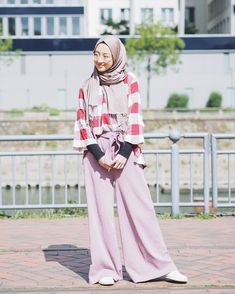 "Gita Savitri Devi di Instagram ""#tbt when in Duisburg. OOTD with @daukyfashion 😊"" Modesty Fashion, Muslim Fashion, Hijab Fashion, Korean Fashion, Fashion Outfits, Fashion Styles, Women's Fashion, Casual Hijab Outfit, Ootd Hijab"