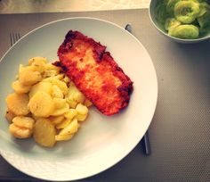 Classy - schnitzel with potatoes and cucumber salad