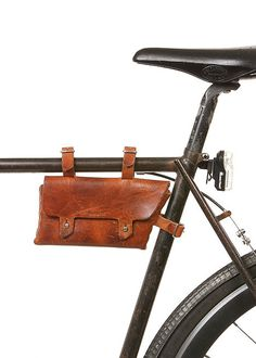 Billykirk - 211 Bike Frame Pouch in Waxed Cognac Lucille(my bike) would love this. Leather Bicycle, Bicycle Bag, Leather Pouch, Leather Purses, Leather Accessories, Handbag Accessories, Cycling Bag, Bike Style, Bike Frame