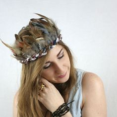 Make this easy feather crown! Perfect for summer festivals or just having fun!