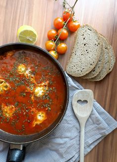 How to make Shakshuka - the ultimate hangover breakfast. Easy, healthy and quick recipe.