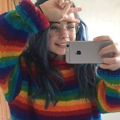 Girl with nose ring, round glasses, raindow sweater Grunge Look, Grunge Style, Aesthetic People, Aesthetic Girl, Pretty Girls, Cute Girls, Pretty People, Beautiful People, Attractive People