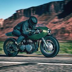 The 'Three Martini Lunch' Triumph Thruxton by @icon1000 has a great stance and flow to it