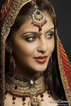 Jewelry/makeup look? Indian Bridal Makeup Tips. Beautiful Indian Brides, Beautiful Bride, Beautiful Beautiful, Beautiful Pictures, Bridal Makeup Tips, Bride Makeup, Indian Wedding Makeup, Indian Makeup, Wedding Beauty