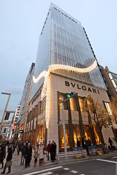 https://flic.kr/p/dDSYyY | BVLGARI Ginza Serpent | The BVLGARI Ginza building wrapped in a huge lighted serpent.