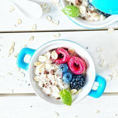 Jak juz tymi malinami zaczęłam kusić i wywoływać łzy tęsknoty to pociągnę temat dalej ;) dzień dobry sobotnio! Co dobrego jesz na śniadanie? ☺️ ☕️🍽🍴🧀🍳 #veganfoodshare #colorful #breakfast  #vegansofig #healthyfood #eatclean #healthychoices #fit #fitness #sweet  #foodpic #glutenfree  #lifestyle #food #foodie #foodporn #śniadanie #sniadanie  #instamood  #love  #cleaneating  #fruits  #love  #fitgirl #best #picoftheday #instafood #veganfood #porridge #oats