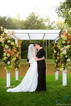 Photo courtesy of James Lang Photography. Flowers courtesy of Marion Zimmerman.
