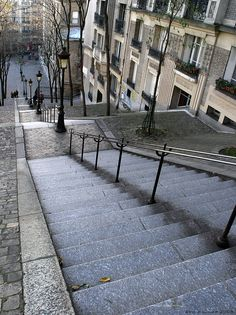 ✶Rue Foyatier stairway to Montmarte, Paris, FRANCE – Montmarte and the Sacre-Coeur basilica which is located on its top, are among the most famous attractions in Paris. To reach the summit of Montmarte you can either use the Montmartre funicular which will take you to the summit in under 90 seconds, or just walk up the 300 steps of Rue Foyatier, which runs along the railway of the funicular. The view of Paris from the summit of Montmarte is breathtaking✶