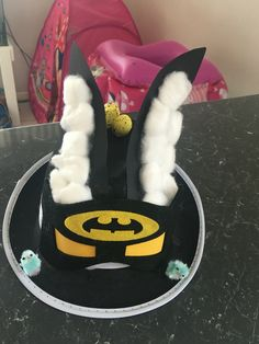 Batman Easter hat for my kindergarten boy Crafty Projects, Projects To Try, School Projects, Easter Bonnets For Boys, Easter Camping, Easter Hat Parade, Kids Dress Up, Crazy Hats, Easter Crafts