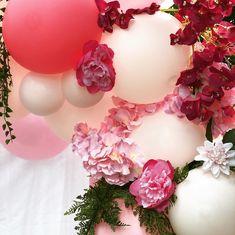 A hétvégén egy szuper csajos szülinapi partyra készült ez a fotófal💕💕  Pink, rózsaszín és fehér virágok és lufik sokasága🌸💐💕🎈🎀  Imádtuk minden percét a dekorálásnak, szuper élmény volt😍😁 Minden, Floral Wreath, Wreaths, Pink, Home Decor, Floral Crown, Decoration Home, Door Wreaths, Room Decor