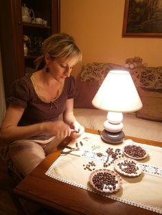 Manželský pár, který vyrábí šperky z naší kávy