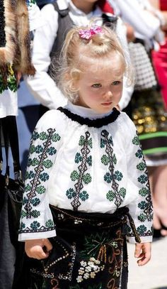 Need great tips and hints concerning travel? Head out to my amazing website! Romania People, Popular Costumes, Romanian Girls, Costumes Around The World, Girls Rules, Photo Journal, Folk Costume, People Around The World, Beautiful Children
