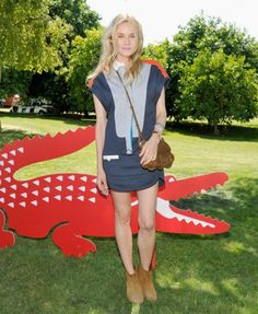 : Photo Diane Kruger snuggles up to her boyfriend Joshua Jackson at the first day of Lacoste L!ve's desert pool party in celebration of the 2012 Coachella Music Festival… Festival Coachella, Look Festival, Music Festival Fashion, Festival Outfits, Coachella 2012, Diane Kruger Joshua Jackson, Mode Bcbg, Coachella Looks, Coachella Style