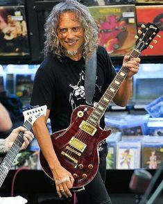 Kirk Hammett of Metallica with his Gibson Les Paul . . . . #kirkhammett #kirkhammettfans #kirkhammettfan #metallicafans #metallicafamily #metallica #metallicafan #longlivemetal #metal #metalmusic #metalheads #metalhead #headbang #gibsonlespaul #gibsonguitar #gibson #metallicalive