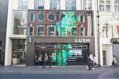 April 24 sees the opening of a new Lush Fresh Handmade Cosmetics store on Oxford Street, marking a new flagship and the brand's largest shop in the world. Lush Cosmetics, Handmade Cosmetics, Lush Oxford Street, Lush Shop, Store Plan, Lush Fresh, Lush Bath Bombs, Cosmetic Shop, Lush Products