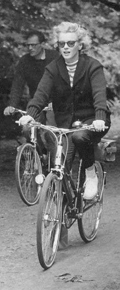 1953: Marilyn Monroe cycling in Windsor Park