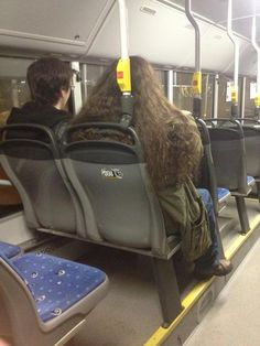 http://laugh.is-best.net/harry-and-hagrid-on-the-bus/