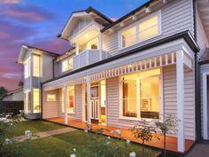 hamptons style house in murrumbeena Hamptons Style Decor, Hamptons House, The Hamptons, American Home Design, Facade House, House Facades, Exterior Cladding, Exterior House Colors, House Extensions