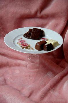Plateau voor het serveren van een lekker eigen gebakken taartje of heerlijke bonbons tijdens een  High Tea, 1 bord 19 cm, 11 cm hoog, € 3,75 Check onze webwinkel of het product nog verkrijgbaar is