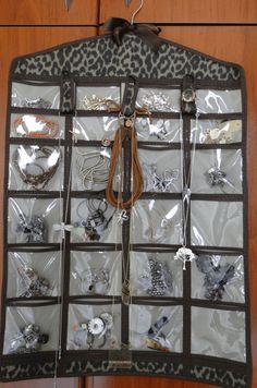 >Achei Bacana!! Porta bijuterias no cabide |