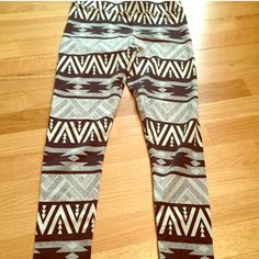 American Eagle leggings Excellent condition! Tribal print full length leggings from AE. Black, white, and gray. American Eagle Outfitters Pants Leggings
