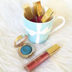 Have a great weekend  #milanicosmetics #milani #tiffanys #tiffanyblues #amorematte #lipgloss #lipsticks by reylynnabeauty