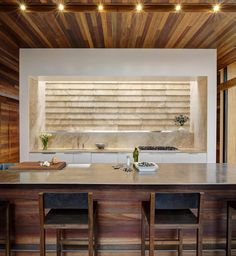 Sam's Creek : Cozinhas modernas por Bates Masi Architects