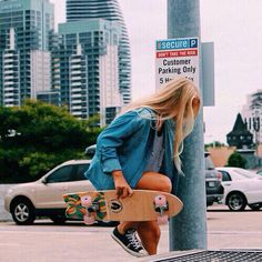 Image de girl, city, and skate Hipster Vintage, Style Hipster, Surfergirl Style, Mode Hippie, Good Vibe, Skate Girl, Skate Style, Vintage Design, Looks Cool