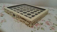 Caixa para cápsulas da cafeteira Dulce Gusto, personalizada, podendo ser alterado a cor ou detalhe de decoração. **Sujeito a disponibilidade do produto.