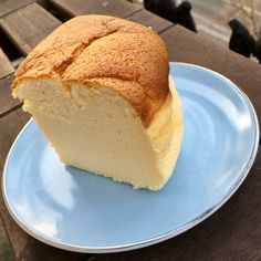 Un cheesecake japonais – fulguropain Arabian Food, Beignets, Cornbread, Vanilla Cake, Biscuits, Brunch, Food And Drink, Menu, Ethnic Recipes