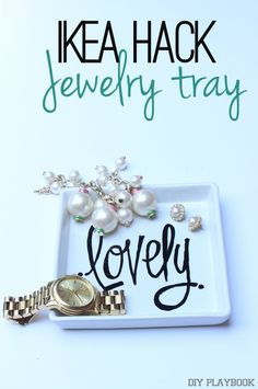 Personalize an ikea tray with a porcelain pen and a little creativity. Perfect to corral your jewelry and display your perfumes.