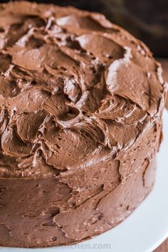 A decadent and moist Chocolate Cake recipe with the easiest whipped Chocolate Frosting. Homemade chocolate cake makes for a stunning birthday cake. Chocolate Cake Recipe Videos, Best Chocolate Cake, Homemade Chocolate, Chocolate Desserts, Whipped Chocolate Frosting, Homemade Buttercream Frosting, Cakes To Make, Sweet Recipes, Cake Recipes