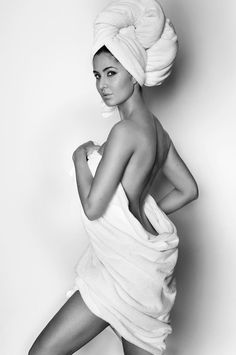 Get all the latest celebrity news, bollywood news etc: Katrina Kaif's hot look in a nothing but a towel only on GONOGO reviews