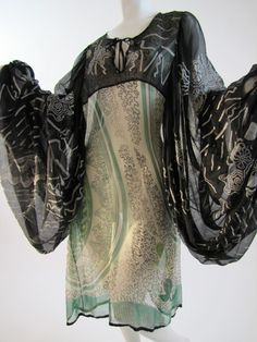 Zandra Rhodes design, WOW the prints and sleeves :-) Biba Fashion, Paris Fashion, Vintage Fashion, Womens Fashion, Fashion Terminology, Zandra Rhodes, Punk Dress, 20th Century Fashion, Italian Fashion Designers