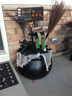 Creepy Halloween Decorations, Halloween Tags, Halloween Porch, Outdoor Halloween, Halloween Projects, Fall Halloween, Halloween 2019, Halloween Stuff, Happy Halloween