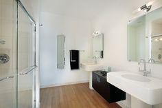 Grande salle de bain contemporaine et épurée   salle de bain   Pinterest