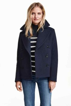 One of the coats I have been admiring is a pea coat. Emmanuelle Alt, Editor-in-Chief of Vogue Paris, has been well know for always stacking up her wardrobe Stylish Winter Outfits, Stylish Coat, Casual Outfits, Navy Wool Coat, Navy Pea Coat, H&m Jackets, Jackets For Women, Caban Bleu Marine, Sewing Projects
