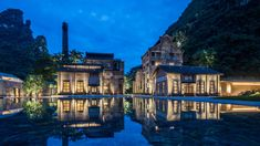 Alila Yangshuo - China Once a working sugar mill, Alila Yangshuo is now a modern retro resort, combining stylish simplicity, in tandem with its picturesque setting. Guilin, Unique Hotels, Beautiful Hotels, Monte Carlo, Hotels And Resorts, Luxury Hotels, Abandoned, Around The Worlds, China