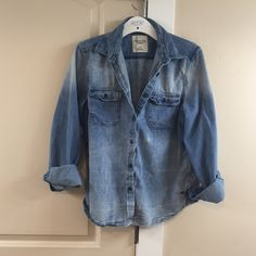 Vintage Style Faded Chambray Shirt Super cute, in like new condition. Fading through front in back adds a special element. Easy to dress up or down. American Eagle Outfitters Tops Button Down Shirts