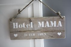 Could hang on the wall too. Pallet Signs, Wood Signs, Hotel Mama, Granny Love, Love You Mum, Wooden Decor, Colorful Garden, Palette, Diy Signs