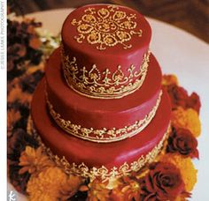 love the Indian look of this Wedding cake