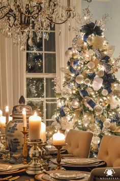 Give your Christmas home the elegant touch. Here are Elegant Christmas Home Decor ideas. These Christmas decors are simple, DIY Decors which you can do. Elegant Christmas Decor, Silver Christmas Decorations, Beautiful Christmas, Rustic Christmas, Gold Christmas Lights, Vintage Christmas, Merry Christmas To All, Noel Christmas, White Christmas