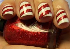 Super cute Christmas toenail idea!