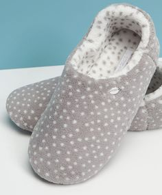 Fashion Slippers, Fashion Shoes, Isotoner Slippers, Best Online Stores, Cute Slippers, Cute Headbands, Evening Shoes, Pajamas Women, Womens Slippers