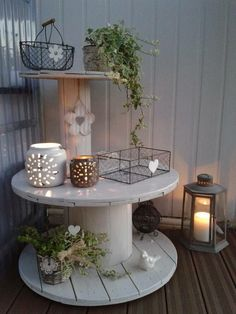 When it comes to décor, particularly outdoors it's easy to make it classically comfortable with Adirondack furnishings. Diy Cable Spool Table, Wooden Spool Tables, Wooden Cable Spools, Wood Spool, Cable Spool Ideas, Coin Photo, Porch Furniture, Furniture Ideas, Palette Deco