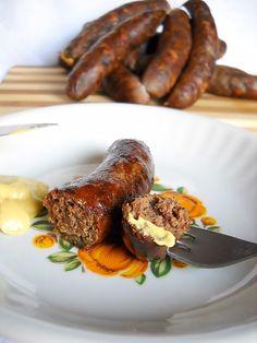 Ingrediente: 20 kg pulpa porc, 5 kg grasime porc, 70 g piper macinat, 250 g boia… Romanian Food, Romanian Recipes, Artisan Food, Sausage Recipes, Charcuterie, Poultry, The Cure, Bacon, Good Food