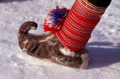 Traditional Sami shoe made from reindeer skin.: Kautokeino, Norwegian Lapland: Arctic & Antarctic photographs, pictures & images from Bryan & Cherry Alexander Photography. Performance Kunst, Kola Peninsula, Norway Viking, Lappland, Folk Costume, Costumes, Cross Country Skiing, Scandinavian Christmas, Pictures Images
