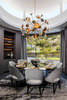Decorated with a mix of styles, from vintage to contemporary, which created, as a result, a beautiful space filled with a variety of different materials and textures, this gorgeous house is sure to make any owner happy. It's located in Beverly Hills, California, in the United States, and was designed in 2016 by HSH Interiors. The house has beautiful spaces, from pools and resting areas to a bar and barbeque..