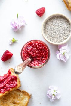 This easy raspberry chia seed jam is a lovely fresh fruit jam that is made with only a few simple ingredients! A great every day recipe that you can add to your morning oatmeal, granola, toast, or yogurt. Best Paleo Recipes, Delicious Vegan Recipes, Vegan Desserts, Whole Food Recipes, Overnight Oats, Superfoods, Fruit Jam, Fresh Fruit, Smoothie