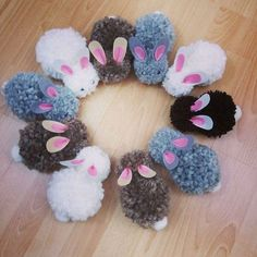 Sewing toys for kids pom poms 63 ideas for 2019 Pom Pom Crafts, Yarn Crafts, Diy And Crafts, Arts And Crafts, Pom Pom Rug, Pom Pom Wreath, Sewing Toys, Sewing Crafts, Toy Pom